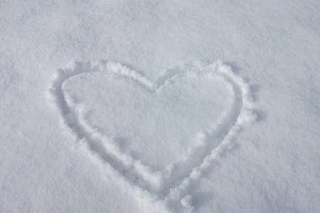 Herz im Schnee, kalt wie im Kühlschrank