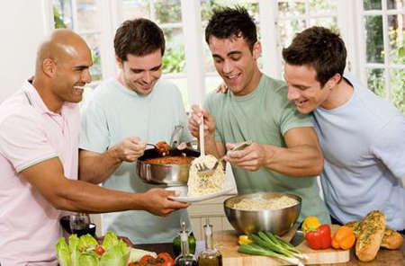 Männerkochkurs als Geschenk zum Verwöhnen der Freundin