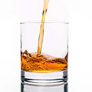 Whisky-Glas mit Whisky - Das perfekte Geschenk für Männer
