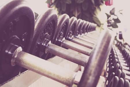 Training mit Hanteln für die Fitness