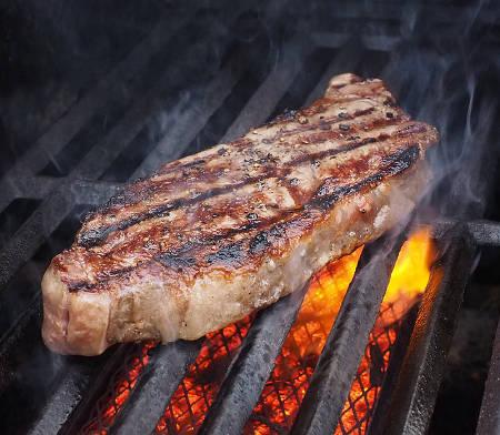 Rezepte zum Grillen des perfekten Steaks und Zubehör